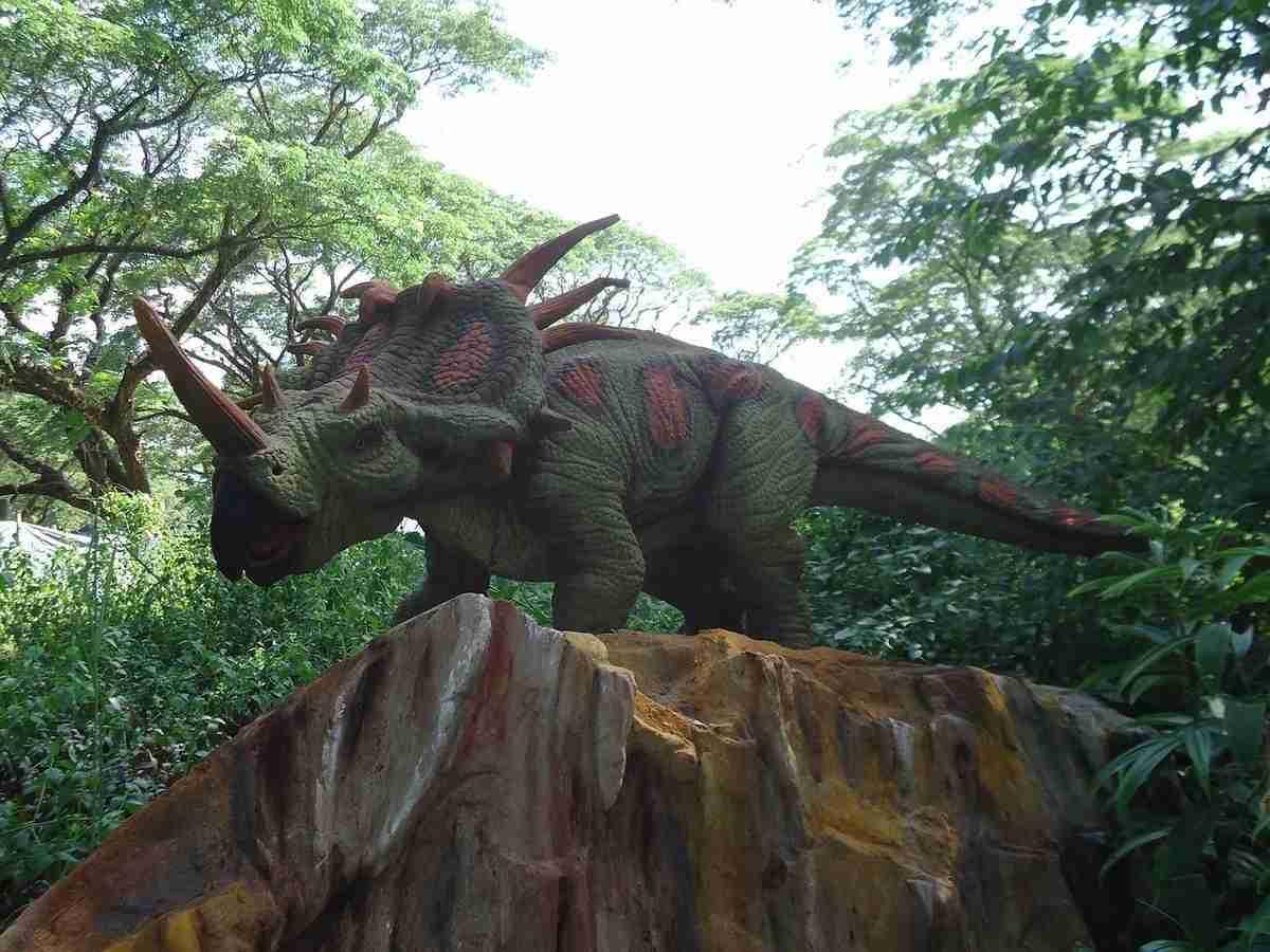 dinosaur-966875_1280