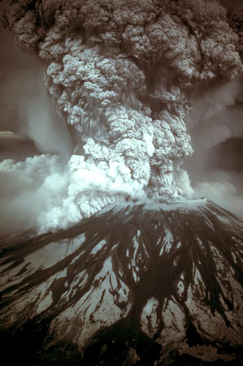 MSH80_eruption_mount_st_helens_05-18-80-dramatic-edit.wikipedia