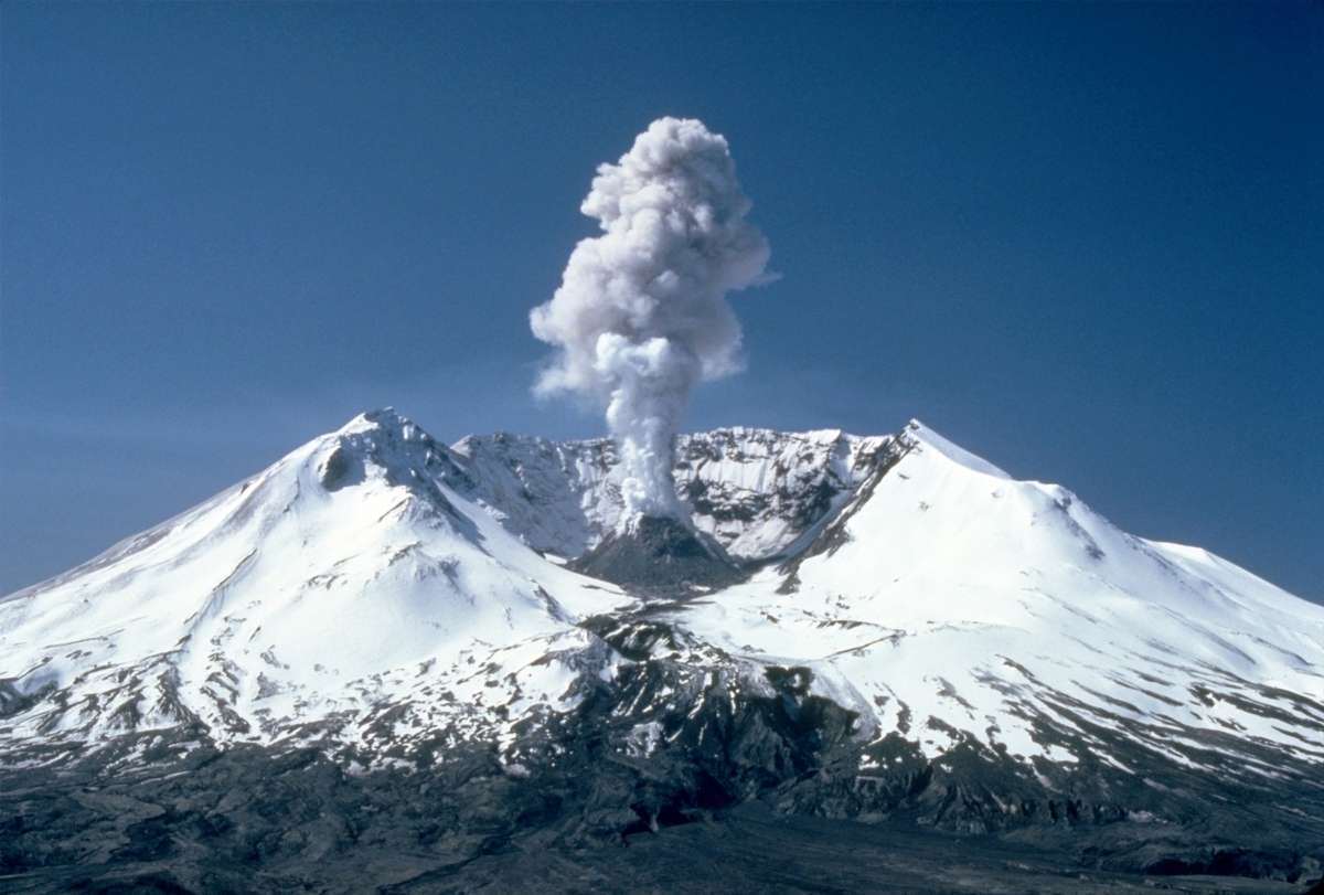 MSH82_st_helens_plume_from_harrys_ridge_05-19-82.wikipedia