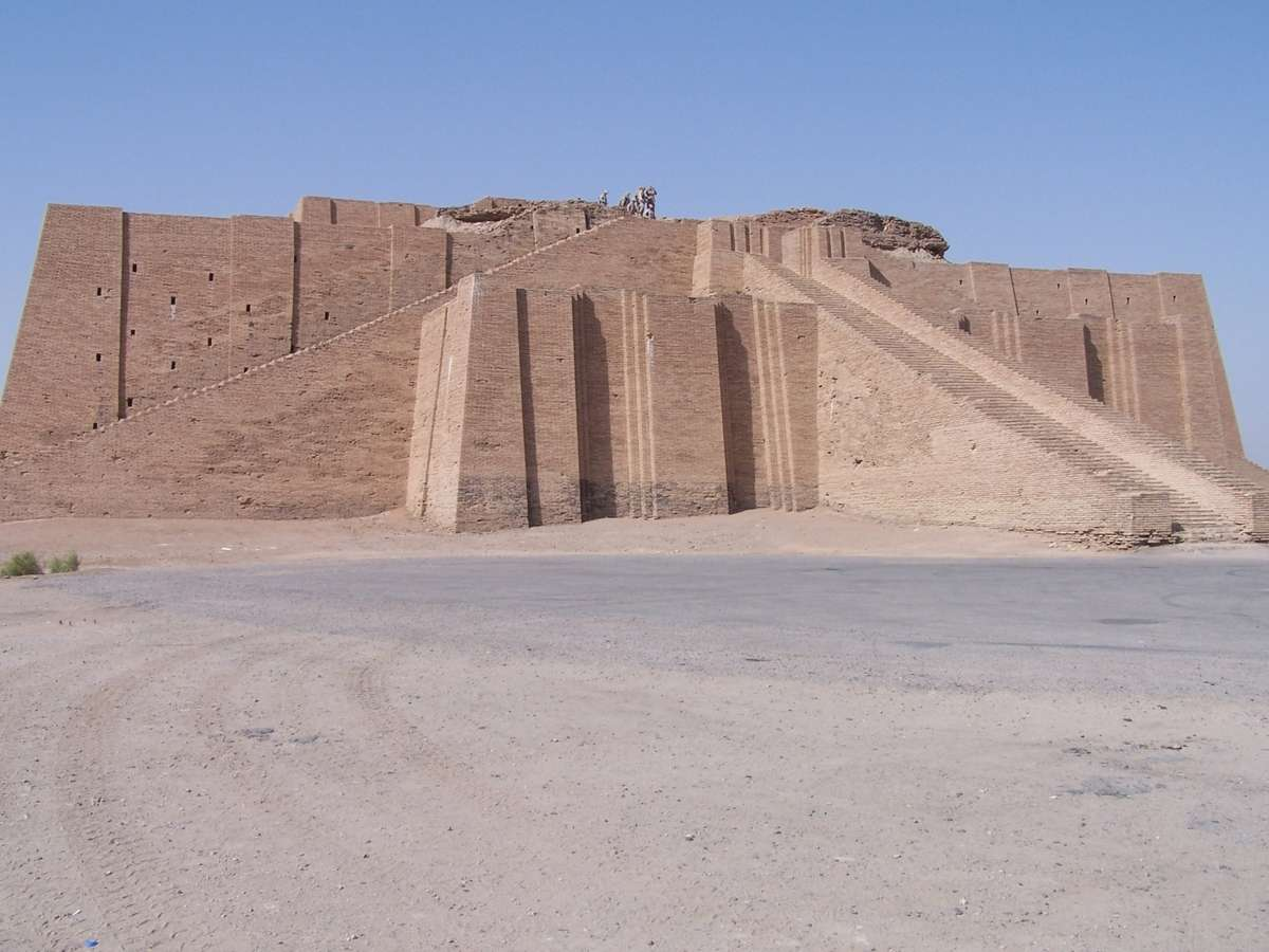 Ancient_ziggurat_at_Ali_Air_Base_Iraq_2005.wikipedia