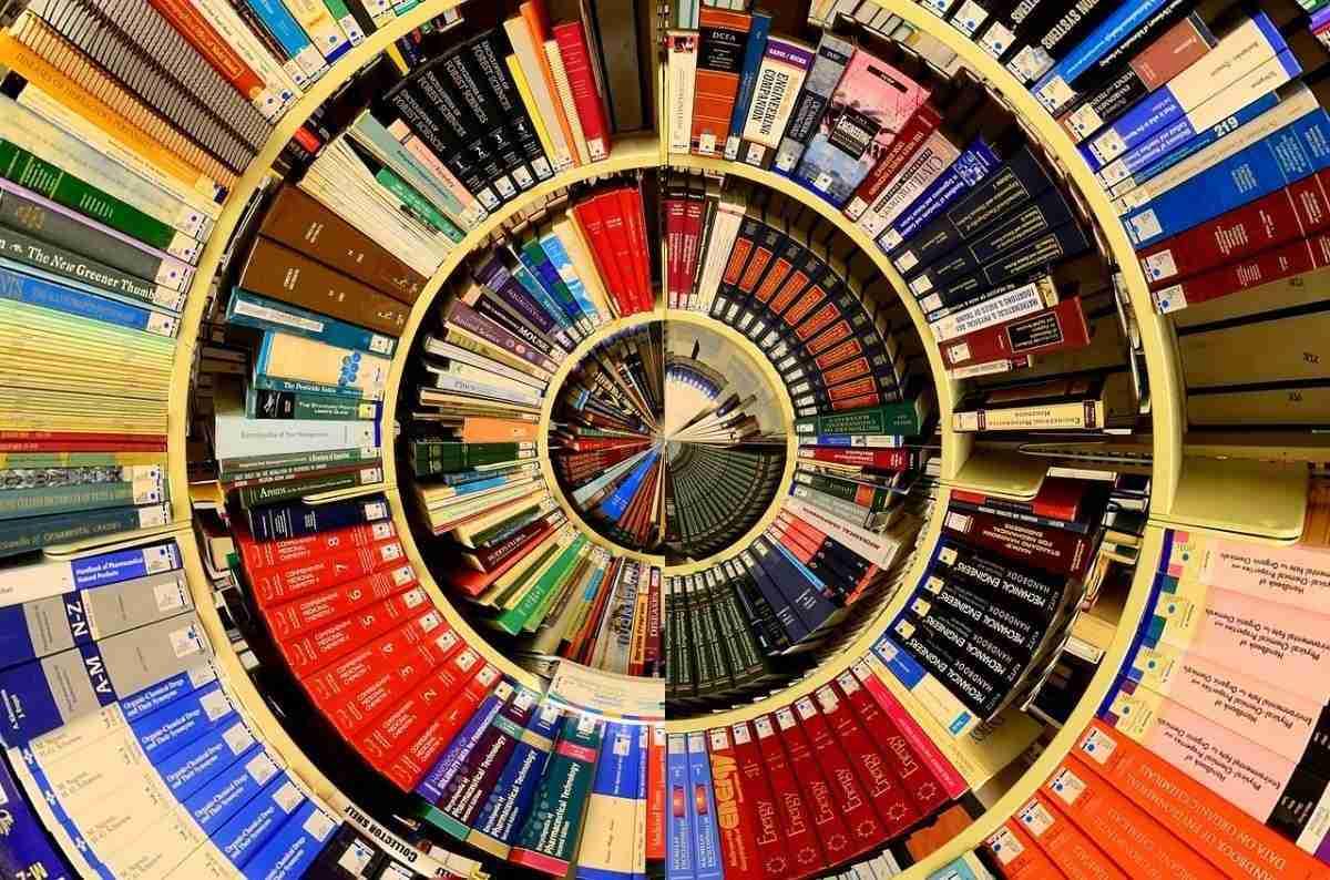 bibliotheek_duizelt-pixabay