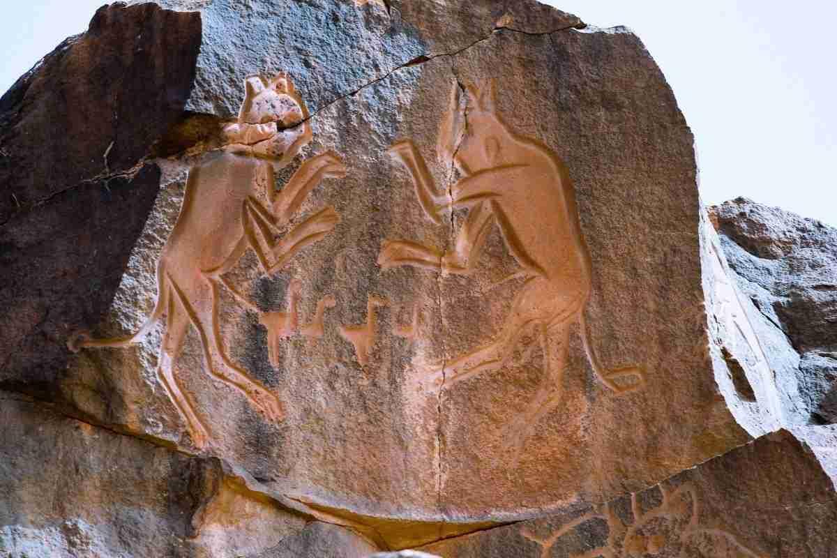 libya_5321_meercatze_gatti_mammoni_petroglyphs_wadi_methkandoush_luca_galuzzi_2007-wikipedia