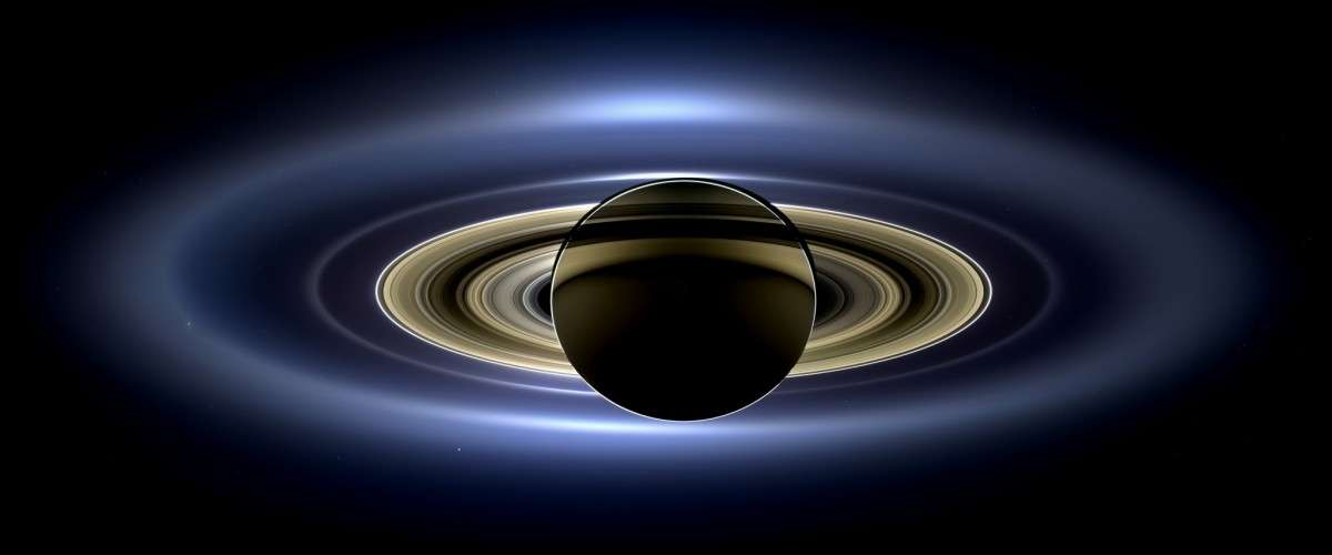 pia17172_saturn_eclipse_mosaic_bright_crop-wikipedia