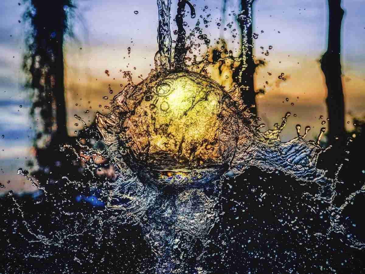 water_splash-pixabay