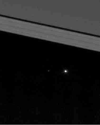 De aarde vanaf Saturnus